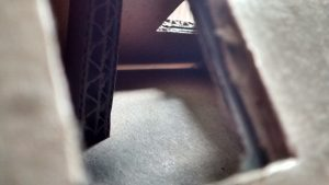 Blick durchs Dachfenster in den Spitzboden
