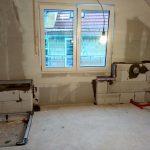 Sitzbank und Badewannenvorwand gemauert