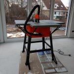Neuste Errkungenschaft: Eine Tischkreissäge