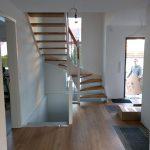 Flur mit ausgepackter Treppe